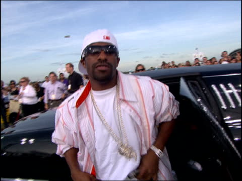 DJ Clue Arriving at the 2005 MTV Video Music Awards red carpet