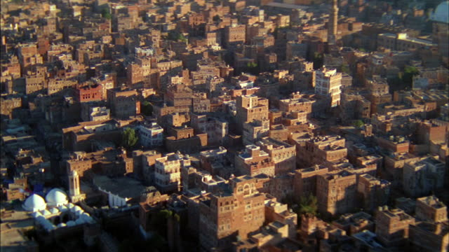 clusters of buildings occupy the middle eastern city of sana. - yemen bildbanksvideor och videomaterial från bakom kulisserna