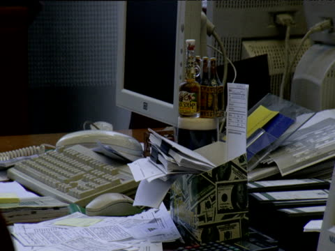cluttered office desk london - disordinato video stock e b–roll