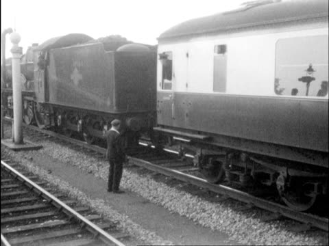 vidéos et rushes de ms coach being attached with steam engine / isle of man, england  - locomotive
