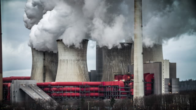 stockvideo's en b-roll-footage met kolengestookte elektriciteitscentrale - schoorsteen
