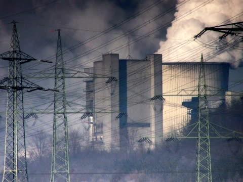 vídeos de stock e filmes b-roll de amigo: central elétrica a carvão recém construída - forma de água