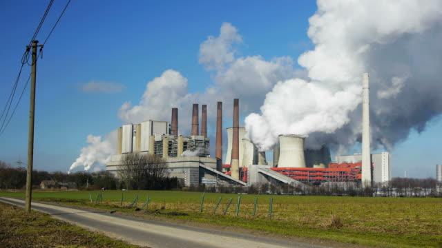 vidéos et rushes de centrale thermique alimentée au charbon - répandre