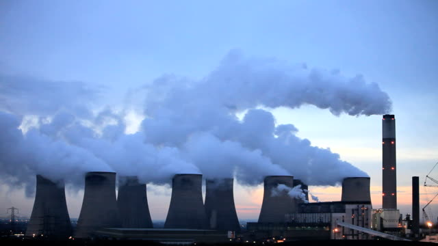 vidéos et rushes de coal fired power station - charbon