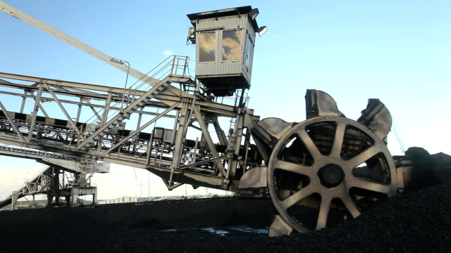 coal mine bucket wheel loader - coal stock videos & royalty-free footage