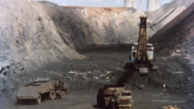 vídeos de stock e filmes b-roll de 1981 montage coal mine with heavy machinery operating including cranes, bailers, and dump trucks / united kingdom - 1981