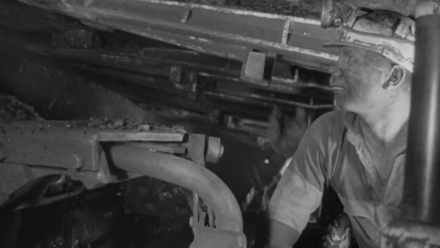 vidéos et rushes de 1969 montage coal miners and coal mining equipment mining a coal face / united kingdom - mineur de charbon