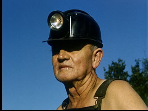 cu, composite, coal miners having break outdoors, oklahoma, usa - kohlenbergmann stock-videos und b-roll-filmmaterial