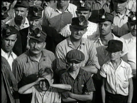 vidéos et rushes de coal miners negotiate during a strike in west virginia - mineur de charbon