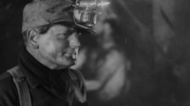 vidéos et rushes de ws coal miners working  in mining coal / united states - mineur de charbon