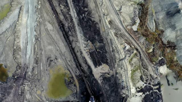 stockvideo's en b-roll-footage met kolenwinning van bovenaf - steengroeve