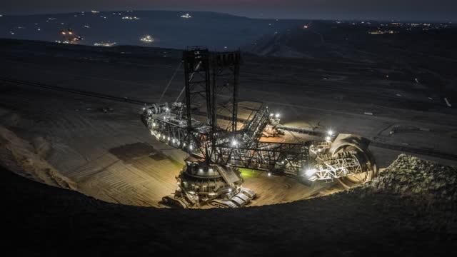 石炭鉱業機械 - 空中過経過 - mining点の映像素材/bロール