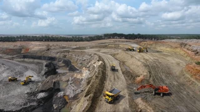 coal mining - ダンプカー点の映像素材/bロール