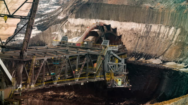 coal mining with giant bucket wheel excavator - miniera video stock e b–roll