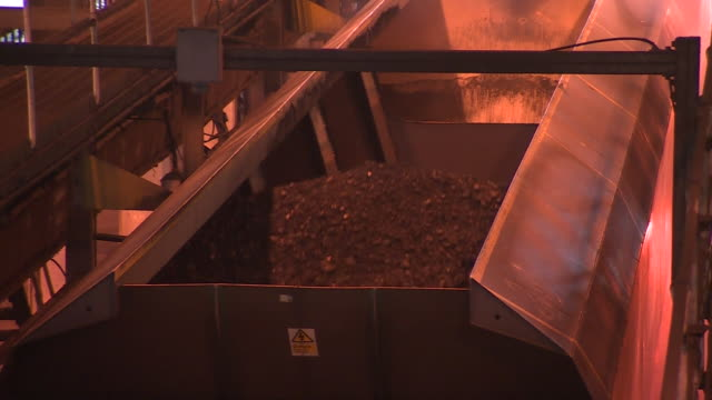 coal on a conveyor belt - fossil fuel stock videos & royalty-free footage