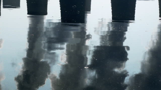 Coal Kraftwerk verspiegelten In einem See (4 k UHD zu/HD)