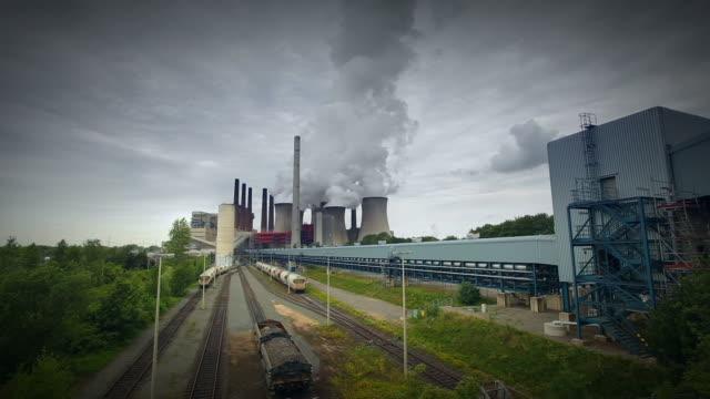 coal power plant - luftverschmutzung stock videos & royalty-free footage