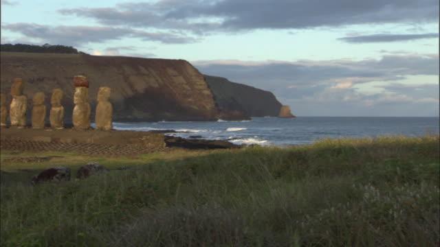 WS PAN Coast and row of moai statues at Ahu Tongariki / Easter Island, Chile