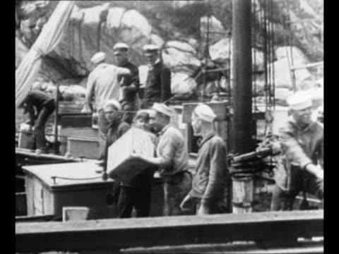 coast guard crews in new haven ct unload contraband liquor seized from bootlegger ships / 1929 us customs men empty seized liquor bottles in rouse's... - 禁酒法点の映像素材/bロール