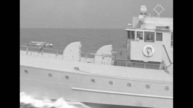 vidéos et rushes de coast guard cutter races across atlantic waves / cu ship thru waves / headon shot bow of ship / ms captain j a hershfield looks thru binoculars from... - bow window