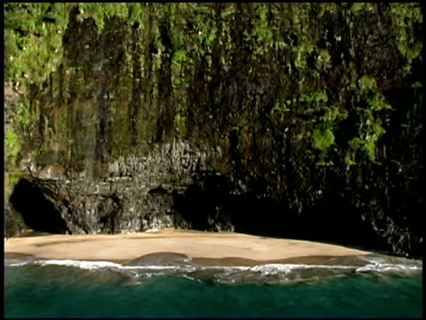 coast of kauai, hawaii - na pali coast state park stock videos & royalty-free footage