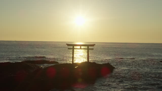 vidéos et rushes de coastal oarai isosaki-jinja shrine, wide - sanctuaire