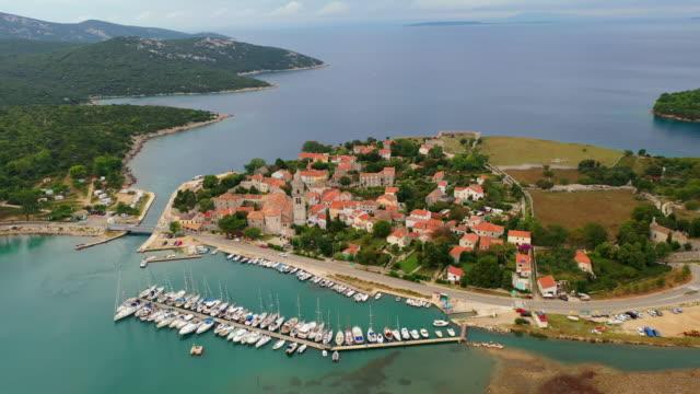 stockvideo's en b-roll-footage met antenne kustplaats osor op het eiland cres - kroatië