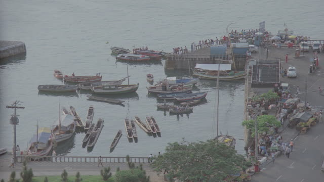 vídeos de stock e filmes b-roll de h-d coastal view of ouro preto, brazil; docks, boats, etc.; many takes - preto