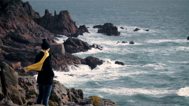 vídeos de stock e filmes b-roll de costeiras do câmara - cachecol