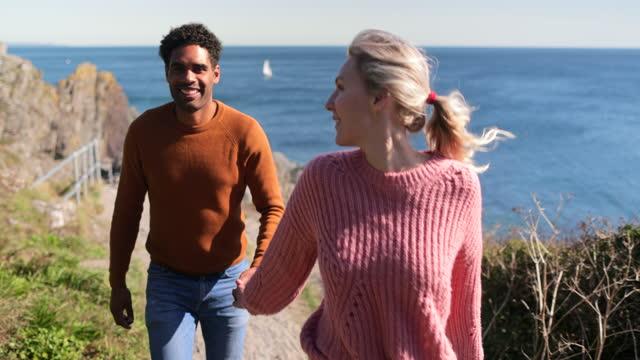 vidéos et rushes de promenades côtières - falaise