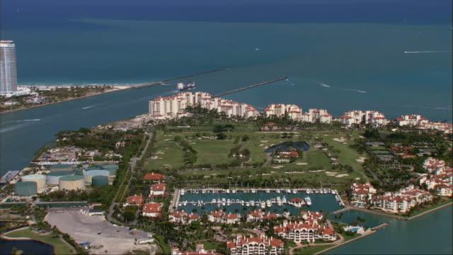 vidéos et rushes de aerial, coastline and cargo loading dock, miami, florida, usa - plateforme