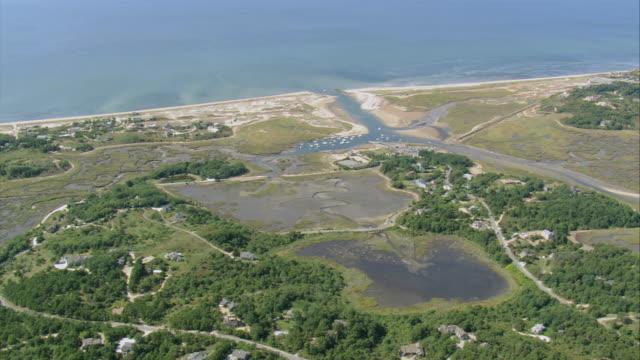 vídeos de stock e filmes b-roll de aerial coastline with luxury properties, tidal flats, and marina / massachusetts, united states - formato letterbox