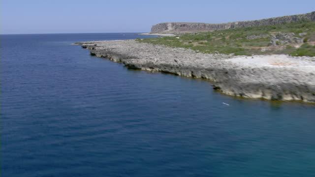 coastline with rocky shore - 地中海点の映像素材/bロール
