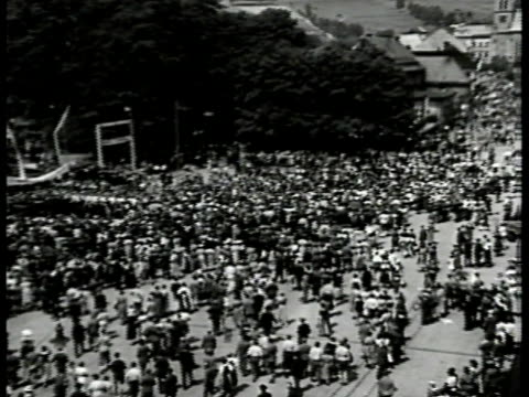 stockvideo's en b-roll-footage met czechoslovakia coat of arms czechoslovakia large crowds gathered in sudetenland ws crowd in open area possibly park sudeten pronazi konrad henlein... - 1938
