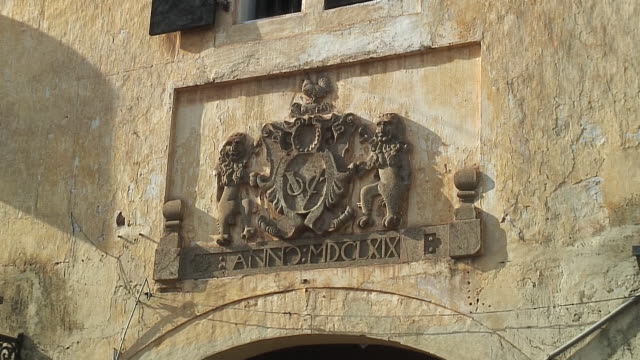 cu zi zo coat of arms on wall, galle, sri lanka - roman numeral stock videos & royalty-free footage