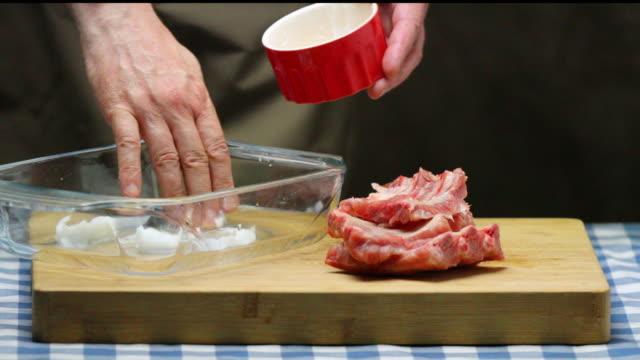Coating spare ribs with pork lard.