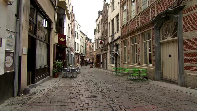 stockvideo's en b-roll-footage met cobblestone road in brussels, belgium on july 10, 2018. - music or celebrities or fashion or film industry or film premiere or youth culture or novelty item or vacations