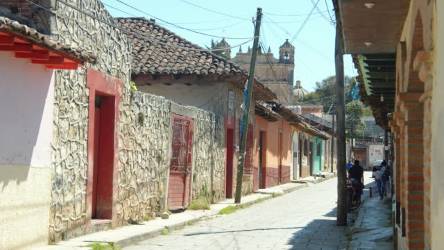 cobblestone street in a colonial-style village in san cristobal de las cases, chiapas, mexico - paving stone stock videos & royalty-free footage