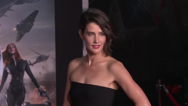 vídeos y material grabado en eventos de stock de cobie smulders at the captain america the winter soldier los angeles premiere at the el capitan theatre on march 13 2014 in hollywood california - cines el capitán