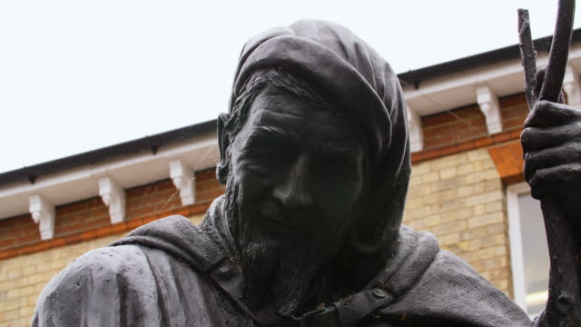a cobwebbed statue of the medieval poet geoffrey chaucer stands in the centre of canterbury, uk. - geoffrey chaucer stock videos & royalty-free footage