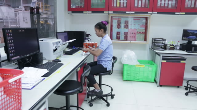 stockvideo's en b-roll-footage met coca cola bottling plant in phnom penh cambodia on tuesday may 28 2019 - commercieel landvoertuig