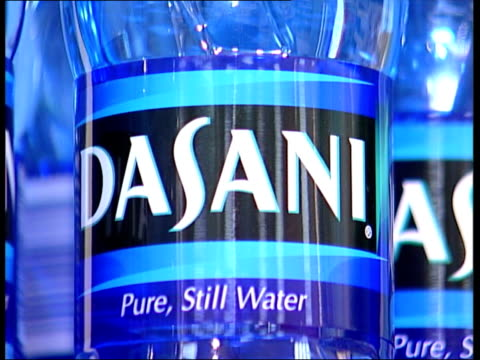 vídeos de stock, filmes e b-roll de coca cola investigated over 'dasani' bottled water itv london tonight u'lay london bottles of dasani water on display on shelf cs dasani label pull... - itv london tonight