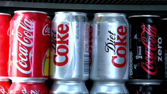 vídeos y material grabado en eventos de stock de cocacola sponsors the london eye t26061415 int cans of diet coke and cocacola on shelf end lib - diet coke