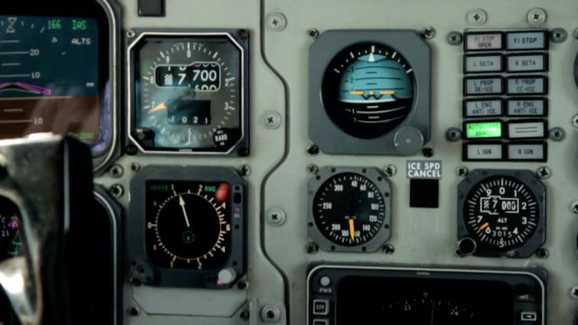 コックピット銘柄 - 計測器点の映像素材/bロール