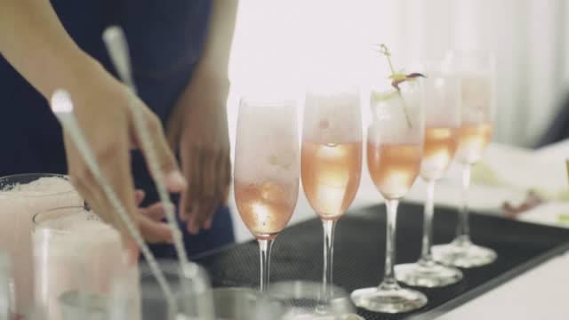 stockvideo's en b-roll-footage met cocktail voorbereiding - foodservice