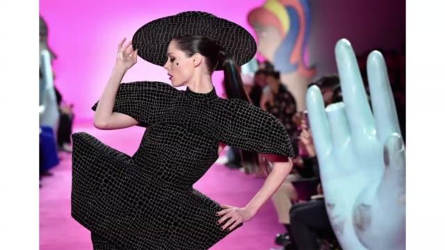 coco rocha walks the runway during christian siriano show at new york fashion week at spring studios on february 6, 2020 in new york city. - ニューヨークファッションウィーク点の映像素材/bロール