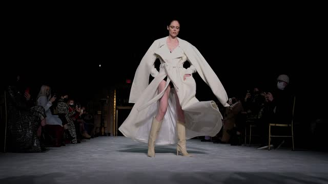 coco rocha walks the runway during the christian siriano fw2021 nyfw show at gotham hall on february 25, 2021 in new york city. - ニューヨークファッションウィーク点の映像素材/bロール