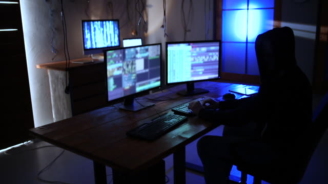 vídeos de stock e filmes b-roll de coder working late at night - nerd
