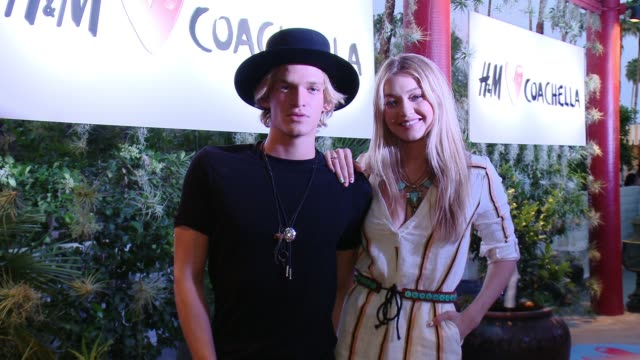 cody simpson and gigi hadid at official h&m loves coachella party at the parker palm springs on april 10, 2015 in palm springs, california. - ジジ・ハディッド点の映像素材/bロール