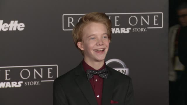 """vídeos de stock, filmes e b-roll de cody veith at """"rogue one: a star wars story"""" world premiere at the pantages theatre on december 10, 2016 in hollywood, california. - série de filmes star wars"""